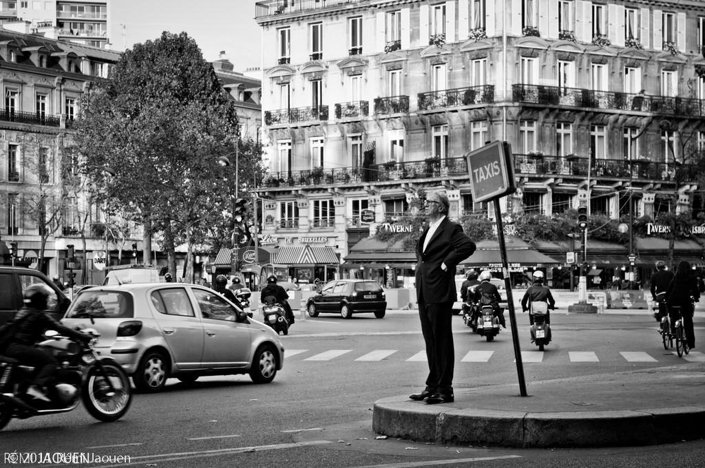Photographe Paris - Serie People of Paris - République - Il est long ce taxi