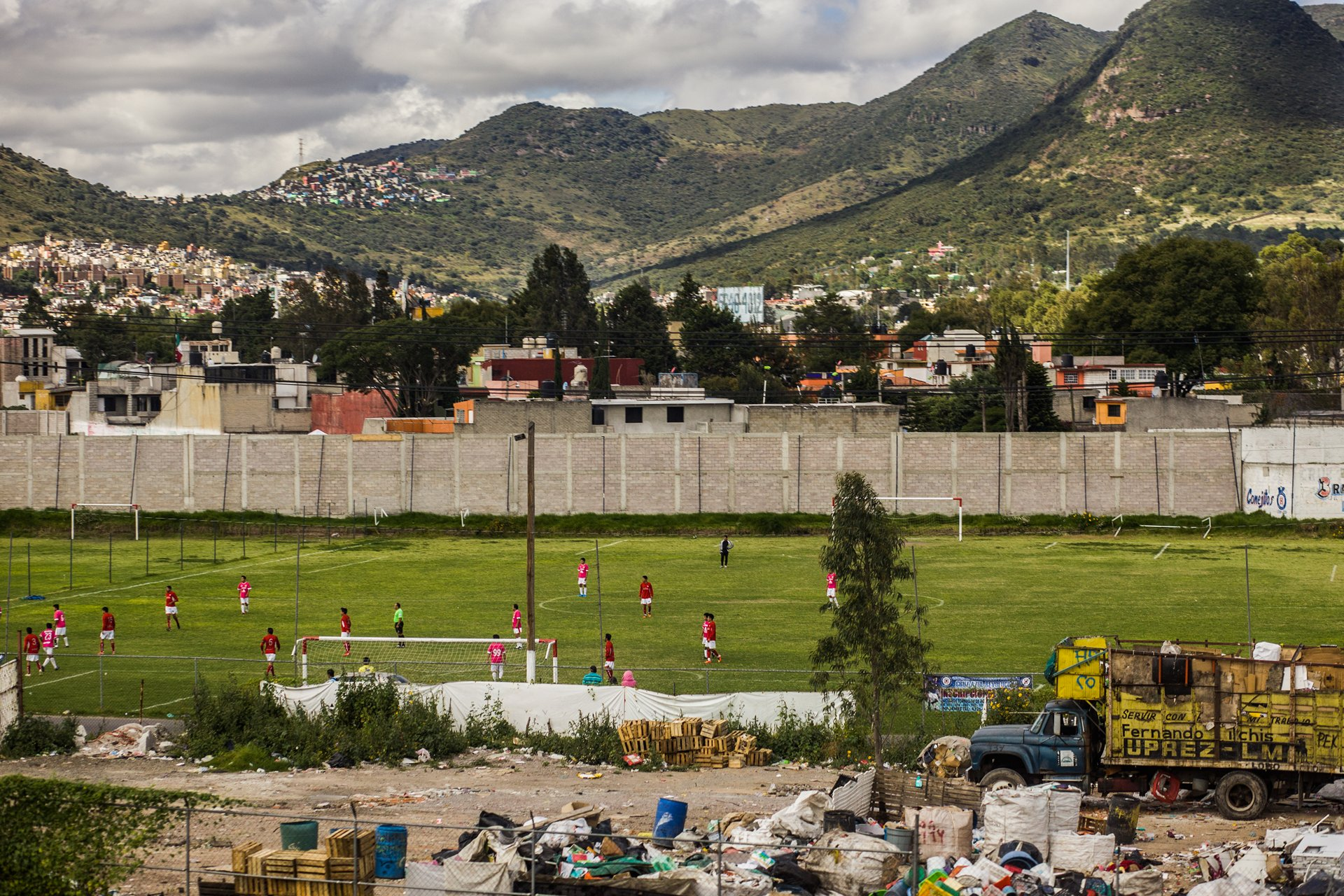 Photographer Paris - Travel Mexico - Soccer field and garbage dump