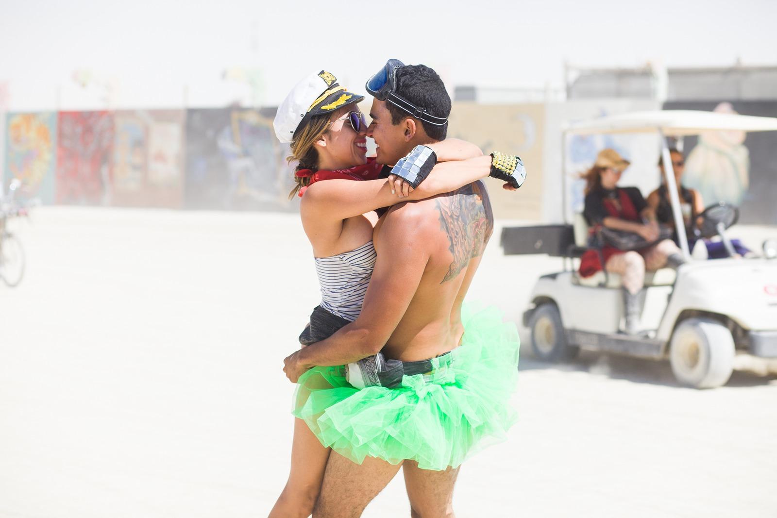 Burning Man - Couple kissing