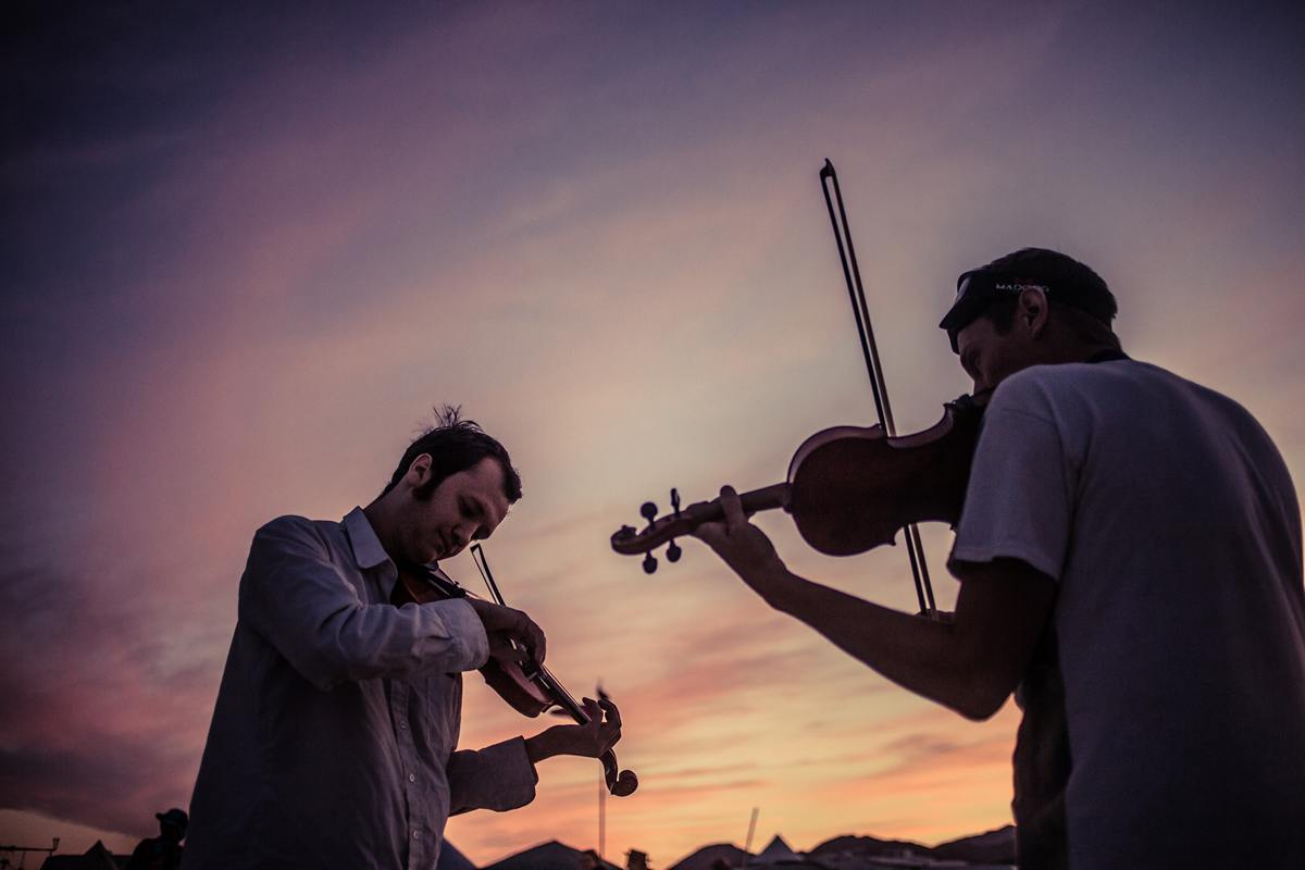 Burning Man - Violonists